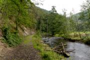 Pad langs de rivier
