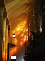 sagrada familia oranje interieur