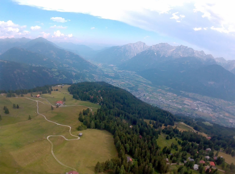 Uitzicht tijdens het paragliden